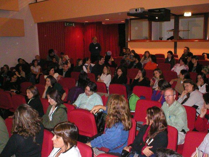 """Salón de Actos """"Ernesto Che Guevara"""". De la Facultad de Arquitectura de la Universidad de la República en Montevideo"""